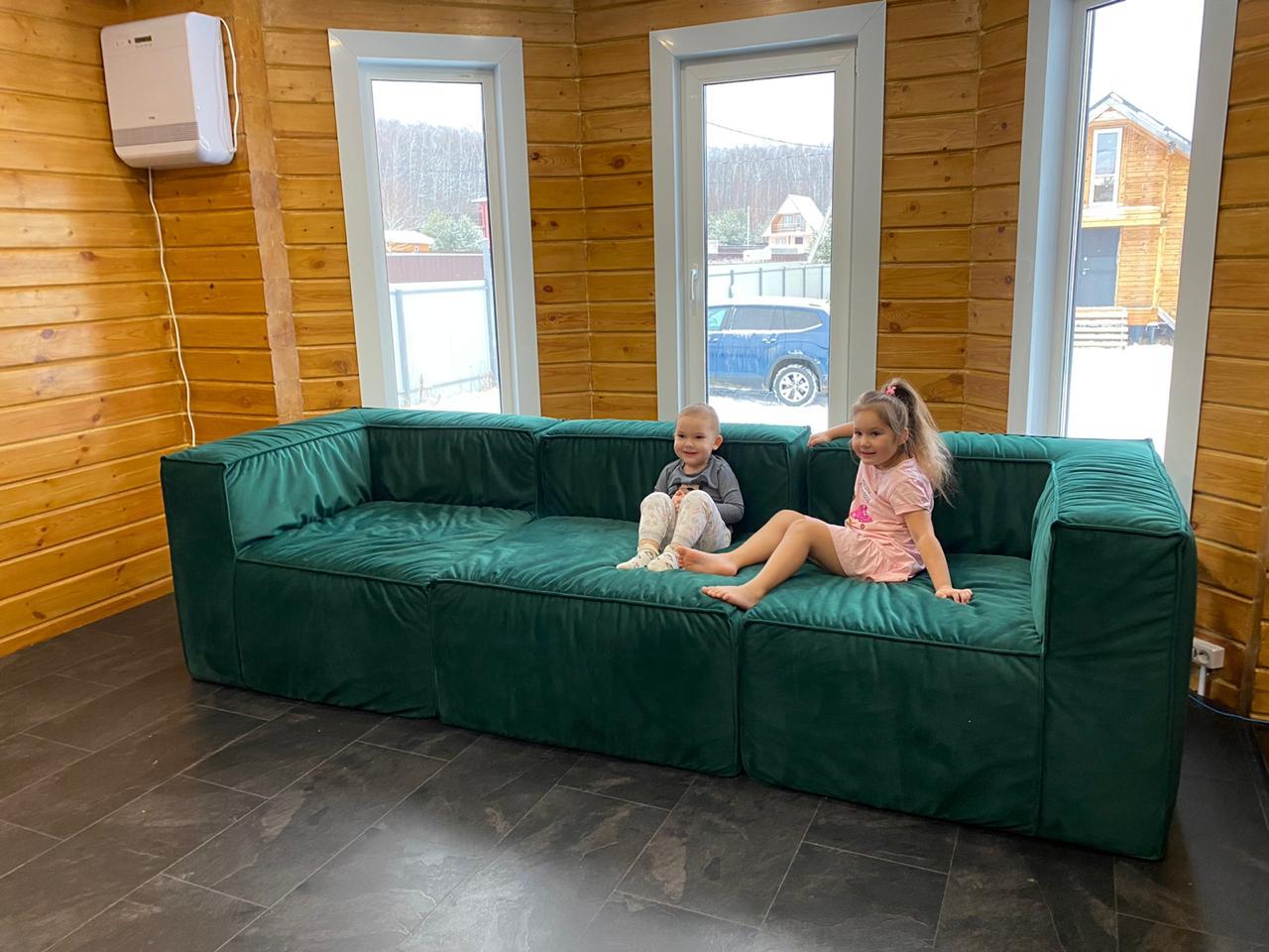 зеленый диван лофт