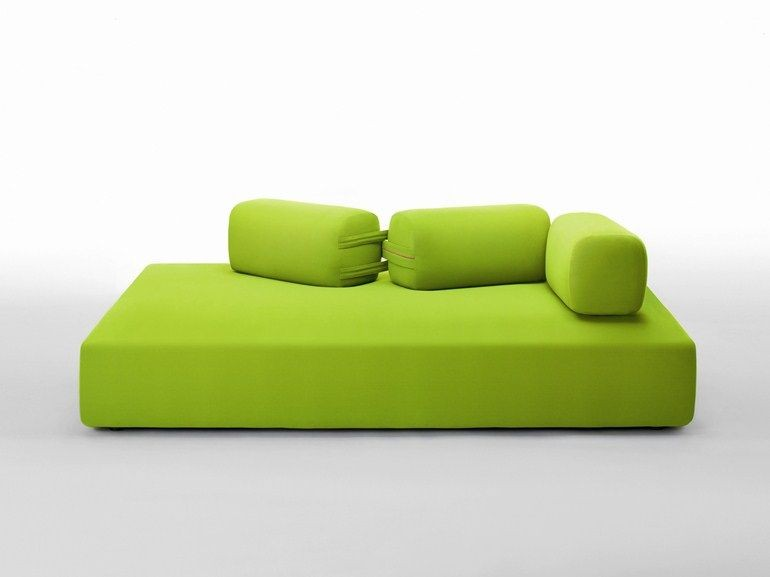 салатовый диван